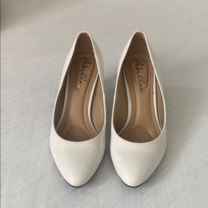 Abella white pumps